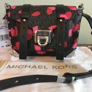 🍁SALE🍁 Michael Kors black petal print crossbody